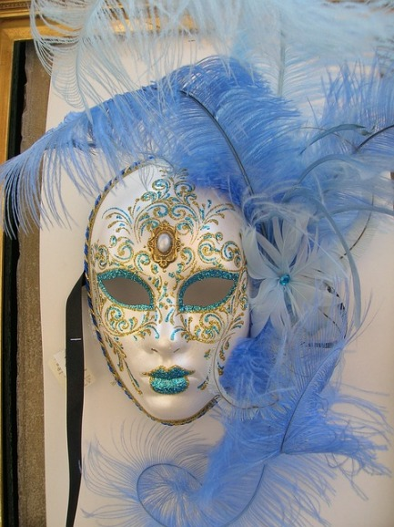 mask-419532_640