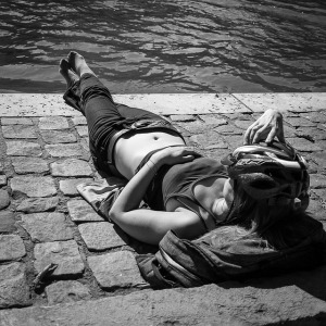 2017-sunbathing-806378_640