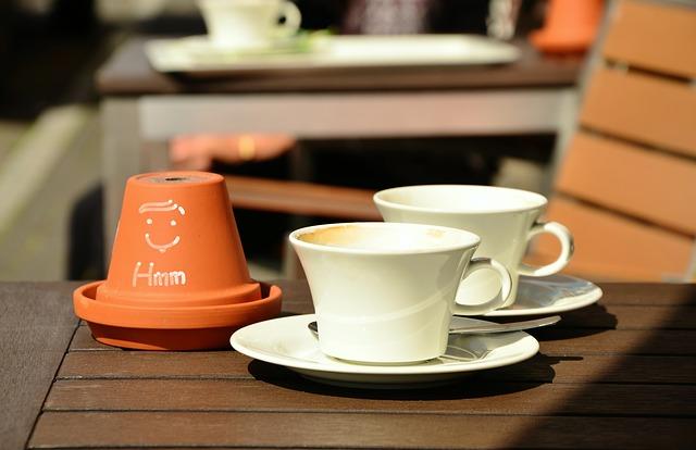 coffee-Tassen-weißbraun