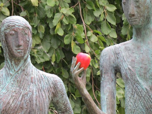 Herz-Skulpturen