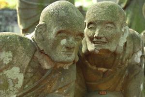 2017-08-buddha-statue-546458_640