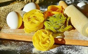 2017-08-noodles-2321639_640
